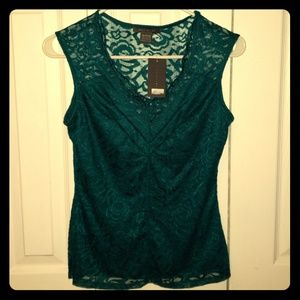Sleeveless lace vneck